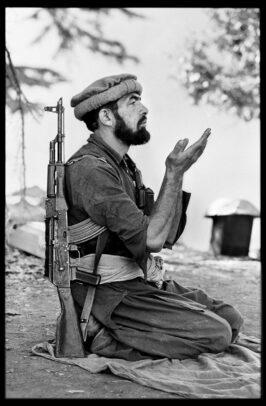 mujahiddin praying