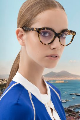 Loupe advertising with woman wearing a pair of glasses with Vesuvio on the background