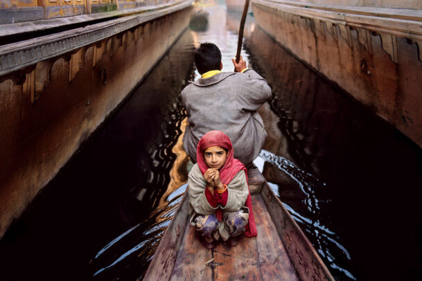 Father and daughter with pink shalw on a canoe on Dal Lake