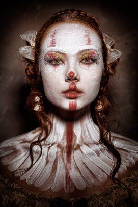 horror female clown