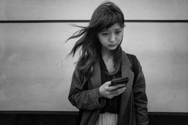 girl holding her phone
