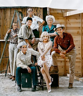 the cast of Misfits posing on the set Marilyn MONROE, Clark GABLE, Montgomery CLIFT and Eli WALLACH and writer Arthur MILLER