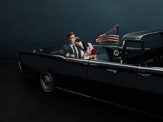 Rob Lowe as John F. Kennedy and Ginnifer Goodwin as Jackie Kennedy in a car