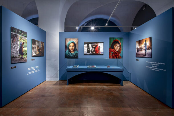 Steve McCurry Reading Installation Modena