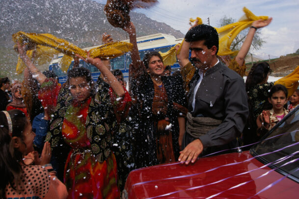 A wedding in Jundian: flakes of shaving foam rain down on the newlyweds.