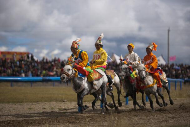 horse race in Tibet