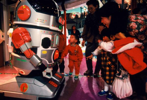 A Japanese family meet a robot