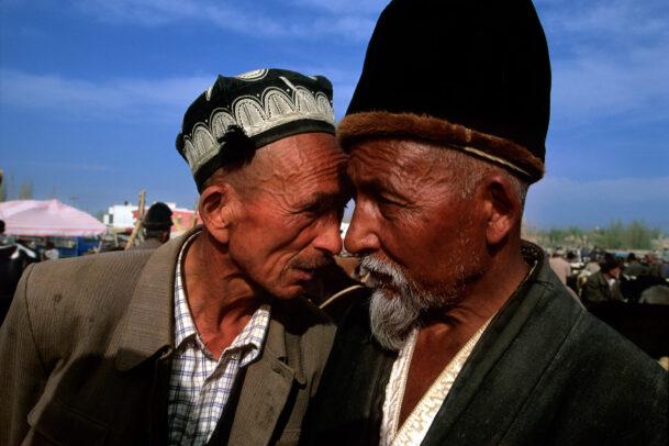 two chinese men bargain