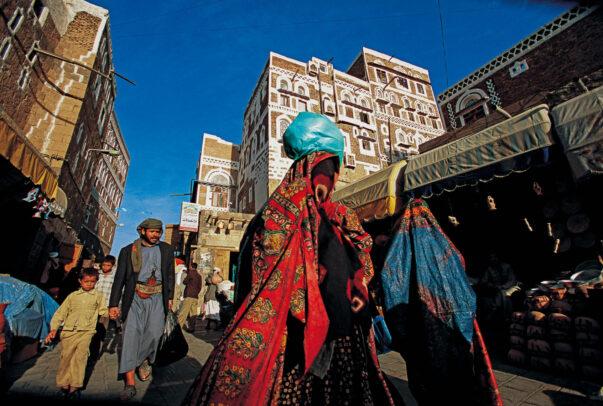veiled women in Yemen